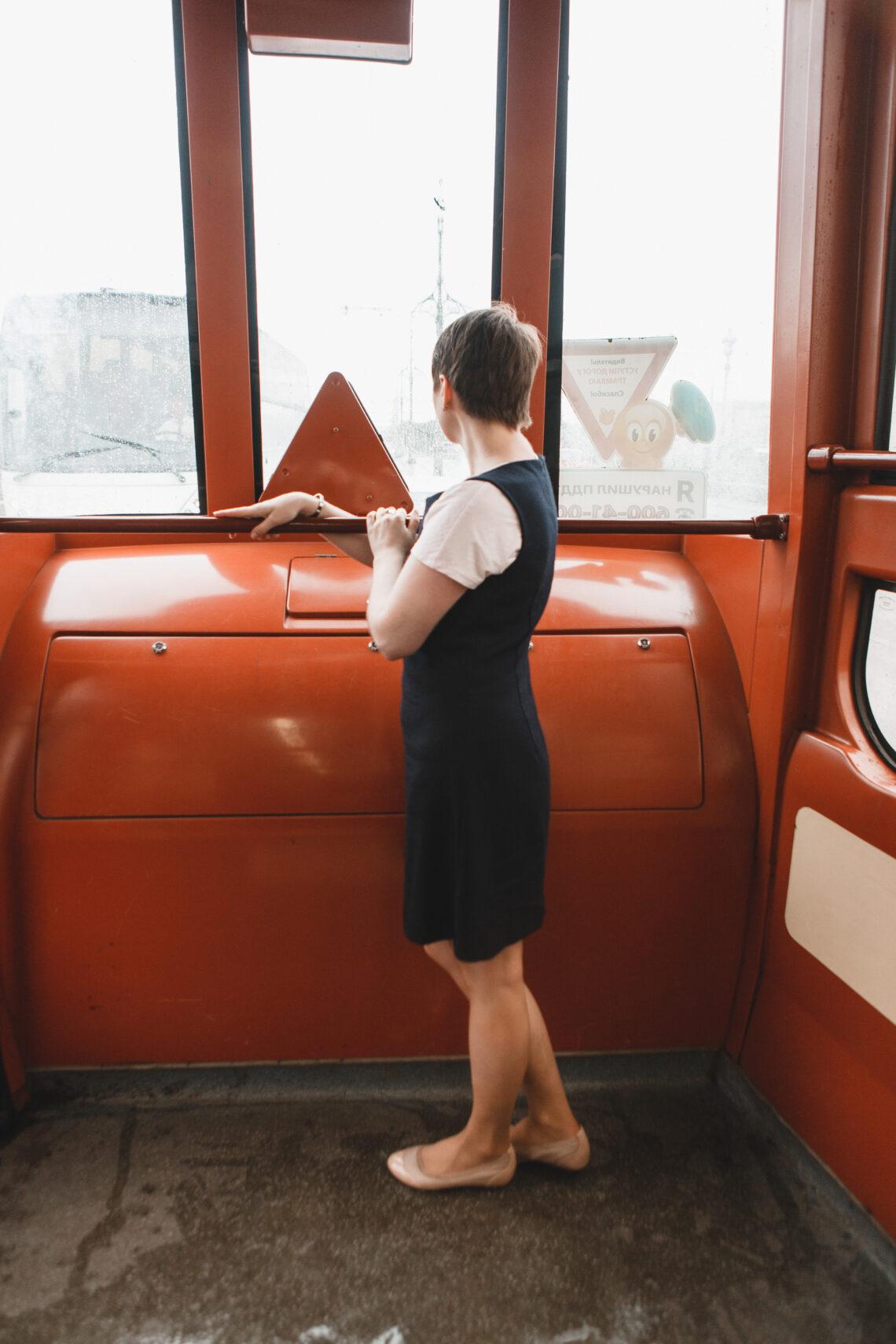 devushka-v-tramvae